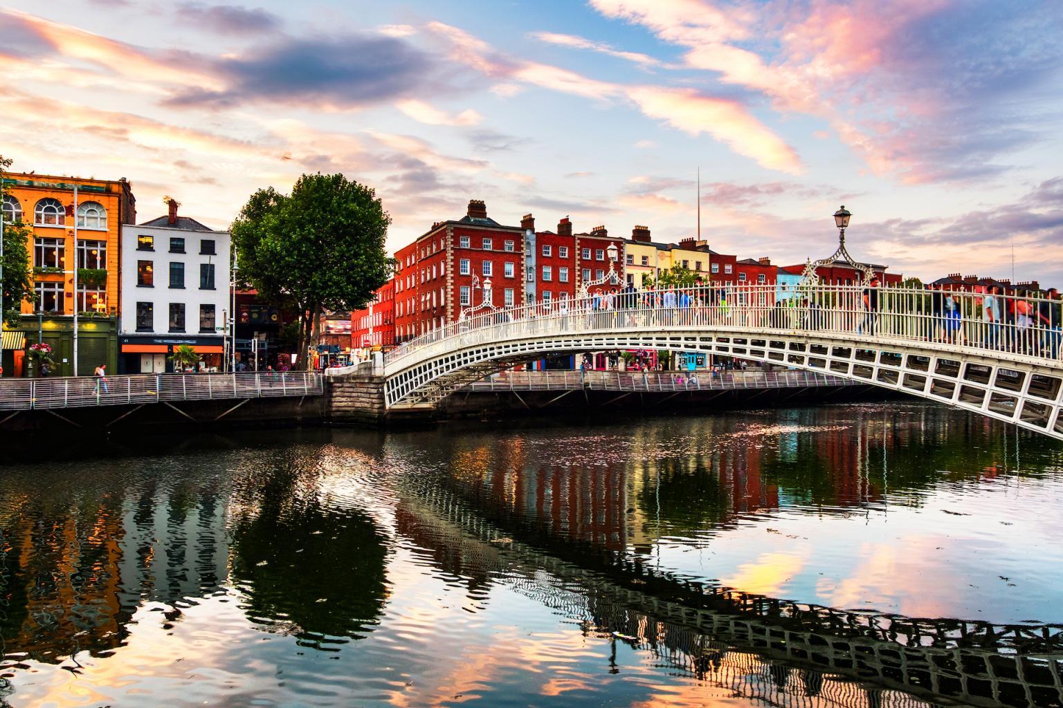 Recuni Header Image Dublin_Ha_Penny_Bridge