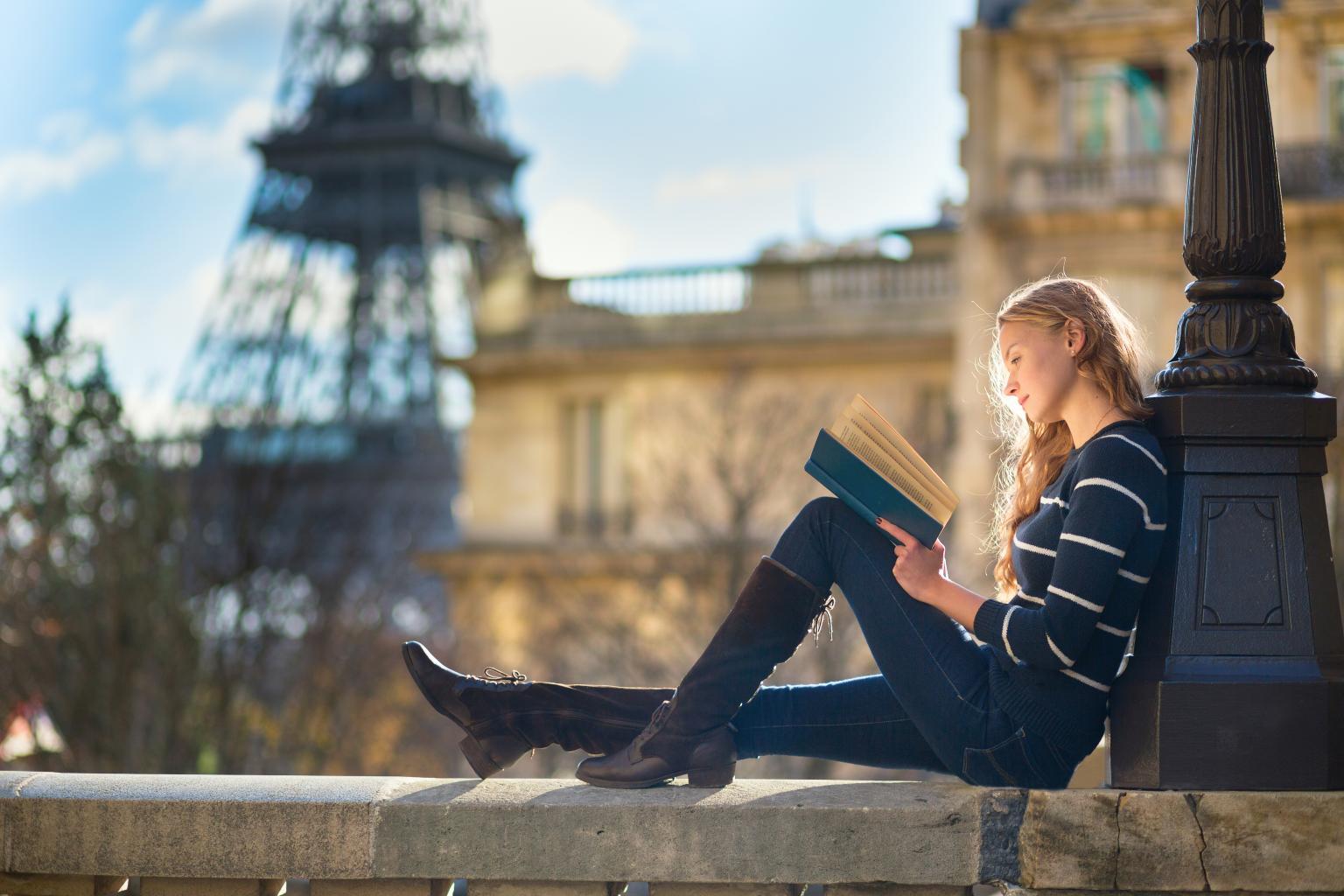 Recuni City Pictures Student_in_Paris
